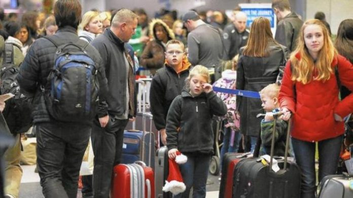holiday-travel-crowd