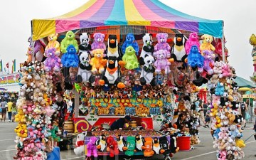 stuffed-toy-prizes-at-the-san-diego-county-fair-in-del-mar-ca-us-b4d3gk