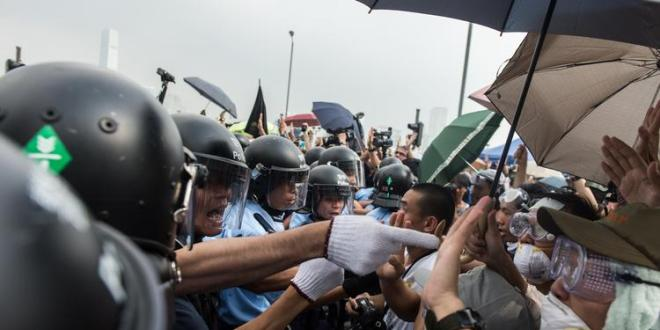 Supporters, opponents of Hong Kong democracy protests face off