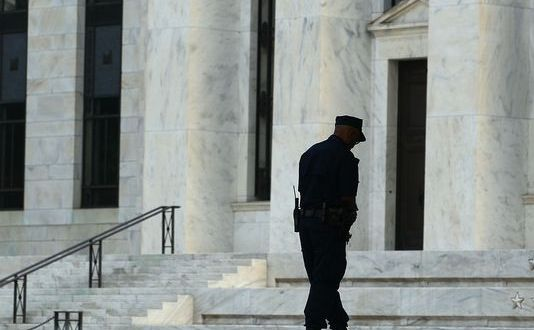 New bill arms security contractors in federal buildings