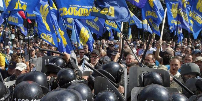 Ukraine move to cede powers to pro-Russia rebels sparks deadly melee – LA Times