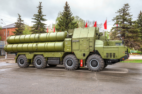 Russia agrees to deliver S-300 missile systems to Iran