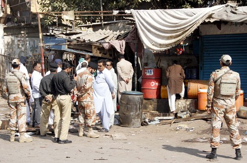 Sunni Militants Claim Deadly Attack at Market in Pakistan – The New York Times