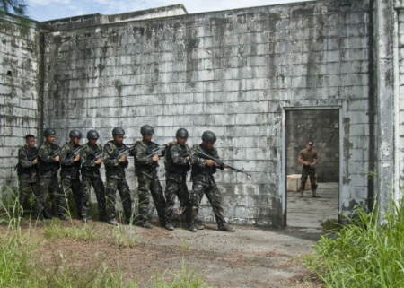 U.S. sending commandos, combat aircraft to Philippines