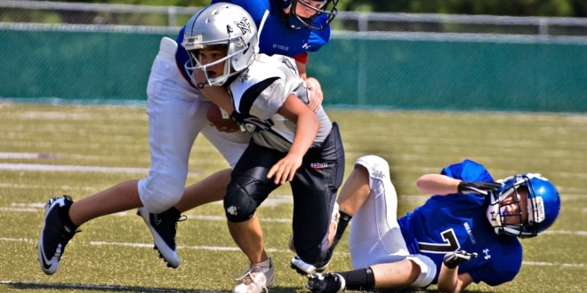 Youth tackle football participation linked to earlier onset of cognitive and emotional symptoms | Science Daily