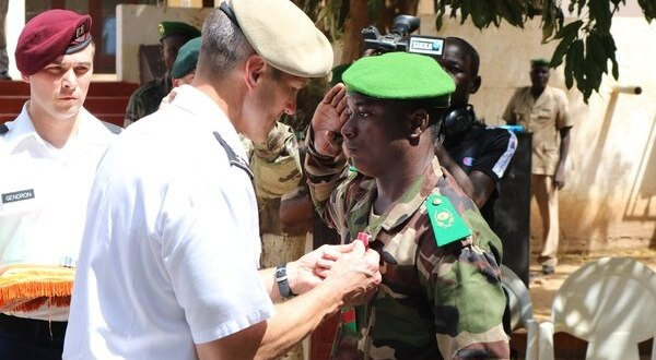 Army general awards medals to Nigeriens who fought, died alongside US soldiers | Army Times