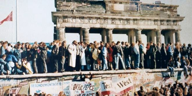 The Berlin Wall fell 30 years ago. But an invisible barrier still divides Germany | CNN