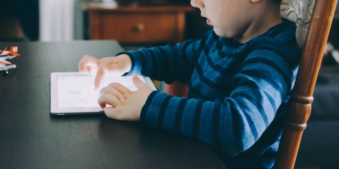 Screen-based media associated with structural differences in brains of young children | Science Daily
