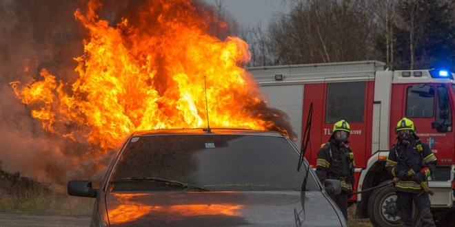 Good Samaritans rescue driver from flaming car on I-55 in East St. Louis | STL Today