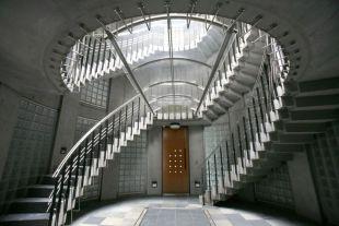 【募集終了】表参道。螺旋階段が広がりをもたらすデザインマンション