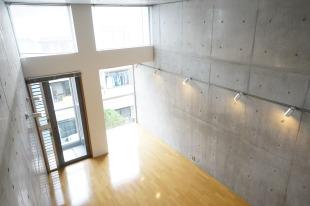 中目黒駅2分、天井高3.8m、デザイナーズ、以上。<p>[目黒区/18万円/34㎡]