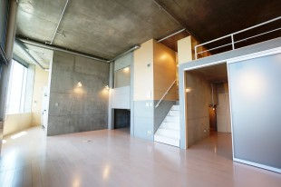 【募集終了】眺望良し、天井高3.4m高層階のデザイナーズSOHO。