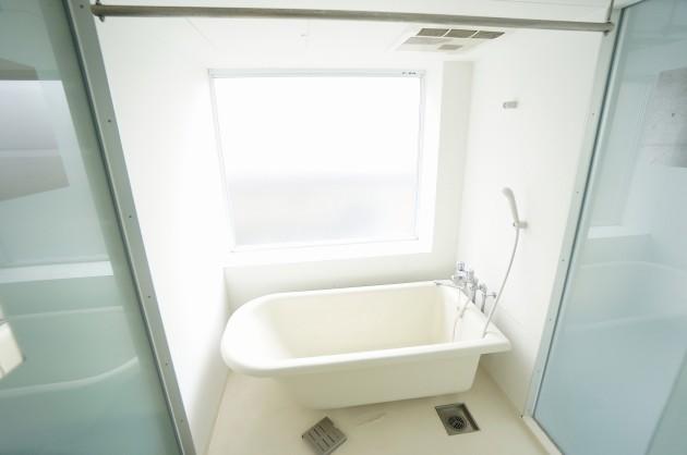 stream-view-bath