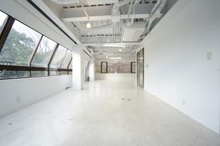 【募集終了】植物園の緑をインテリアにする純白のオフィス空間