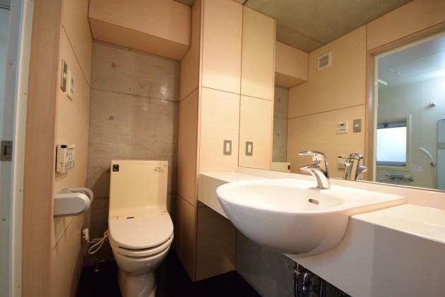 zephyr_203_restroom