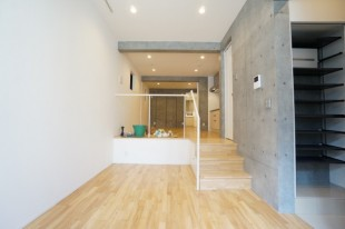 【募集終了】東新宿のSOHO。一つの空間をスキップフロアで仕切る。