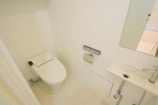 moderiaBrut_omotesando-001-toilet-01-sohotokyo.JPG