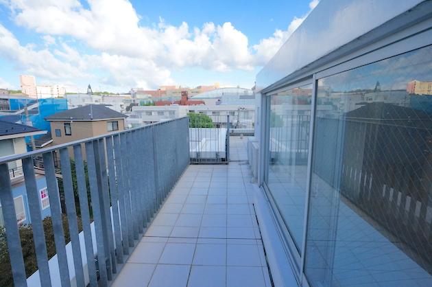 modeliabrut-sangubashi-401-balcony-03-sohotokyo