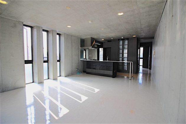 exelage_jingumae-501-livingroom-05-sohotokyo-900x600