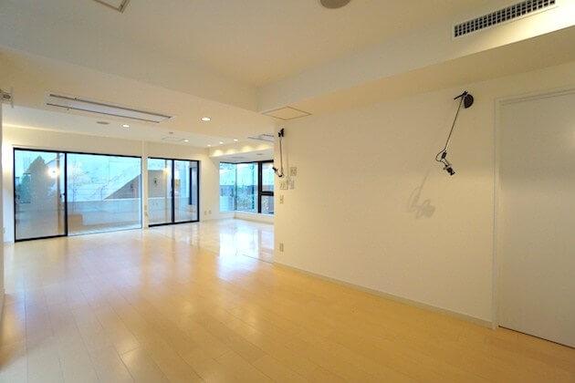【募集終了】南青山、二つの小部屋のある不思議なメゾネット空間