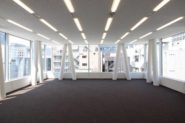 【募集終了】京橋。ガラスウォールで採光豊かな最上階オフィス。