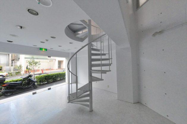 神宮前。美しい螺旋階段のメゾネットオフィス。