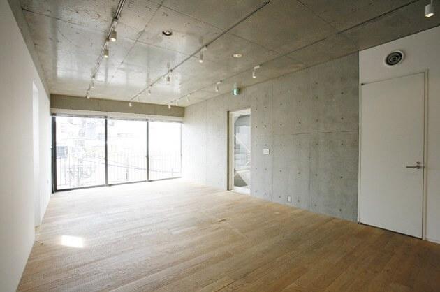 【募集終了】港区芝。無垢の床材と美しい直方体が創るSOHO空間