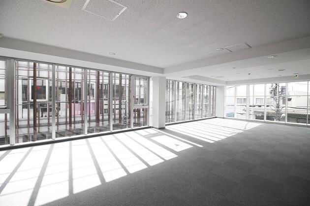 【募集終了】駒沢公園至近、ガラスウォールで採光豊かな開放的空間。