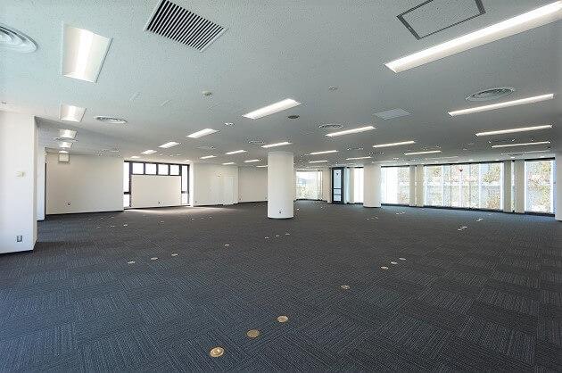神宮前、ガラス窓×天高で開放的な110坪大規模オフィス。
