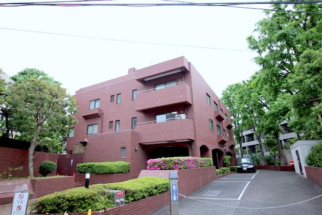 【募集終了】表参道徒歩5分、赤レンガの重厚感あるマンションの一室で
