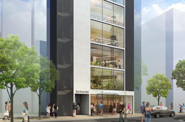 広尾駅徒歩1分。商店街沿い、ガラス張りの新築ビル。