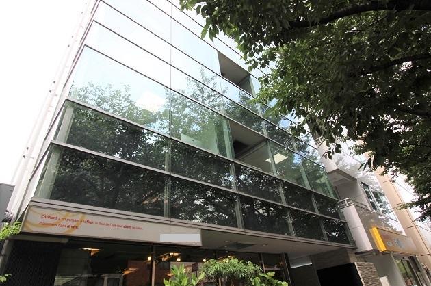 広尾1丁目、ミラーガラスのファサード、上質リノベオフィス。