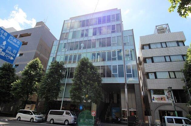 【募集終了】外苑前駅4分。キラー通り沿いガラス張りビルの最上階で働く。