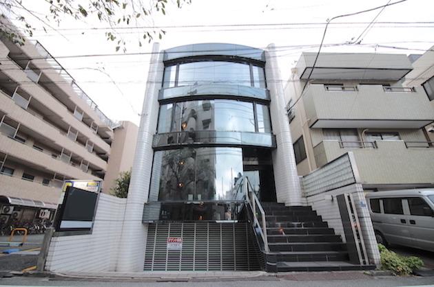 【再募集】蒲田。ガラスのファサードが印象的な、駐車場付き300平米越え一棟ビル。