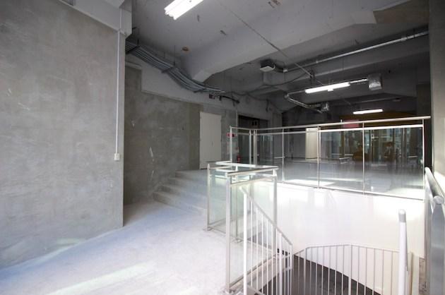 【募集終了】赤坂見附駅出口前、天井高のあるメゾネット路面区画