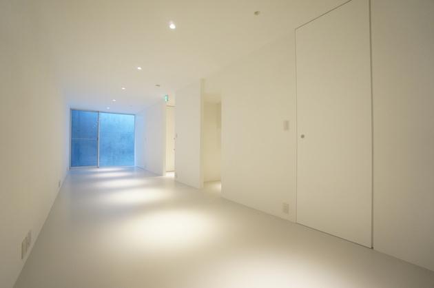 目黒川近く。無駄のないシンプルデザインオフィス。