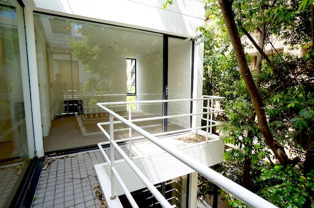 千代田区六番町、緑が薫るルーフバルコニー付き戸建オフィス