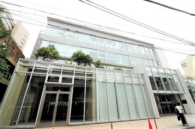 【募集終了】表参道4分。青山通りそばに佇む、ガラス張りデザイン店舗。