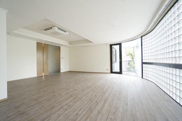 北参道、ガラスブロックと広いリビングSOHO<p>[渋谷区/69万/112㎡]