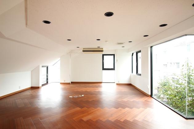 外苑前5分。ヘリンボーン床のワンルームオフィス。<p>[港区/40万円/85㎡]