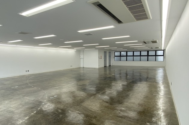神宮前。50坪モルタル床のシンプルオフィス。<p>[渋谷区/70万円/163㎡]