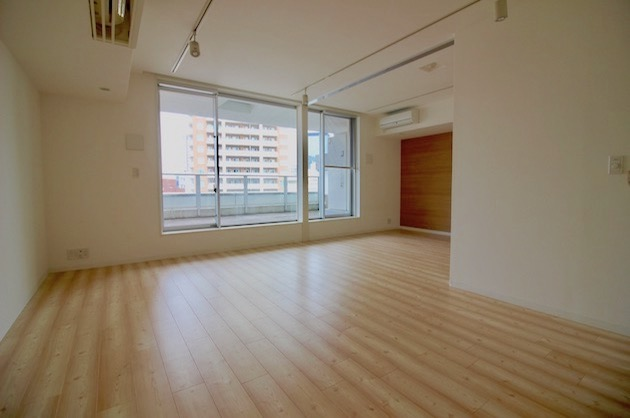 千代田区富士見、複合ビル内のエレガントSOHO。<p>[千代田区/25万/51㎡]