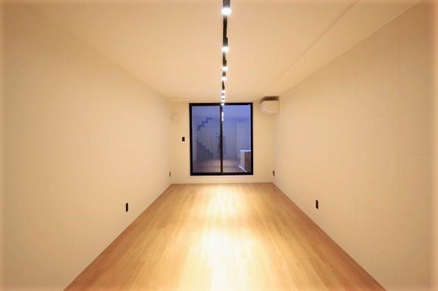 乃木坂3分、使い勝手の良いミドルサイズのメゾネット空間。<p>[港区/35万円/65㎡]