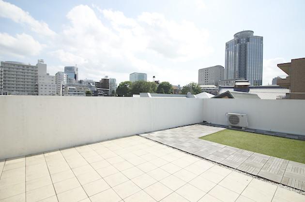 広尾、洋風テイストデザインのルーバル付きSOHO<p>[渋谷区/37万/64㎡]