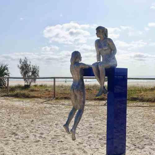 Conversations-2.4m--PAINTED-POLISHED-ALUMUNIUM-[outdoor,landmark]-phillip-piperidis-australian-large-outdoor-scukpture-beach-pool-swimmer-motif