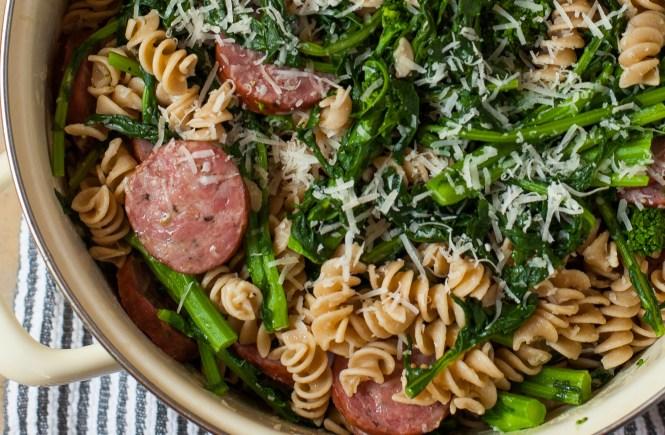 Pasta sa dimljenim kabasicama i brokoli rabom