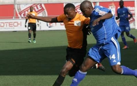 Clive-Kawinga-tussles-with-Willard-Kalongonda