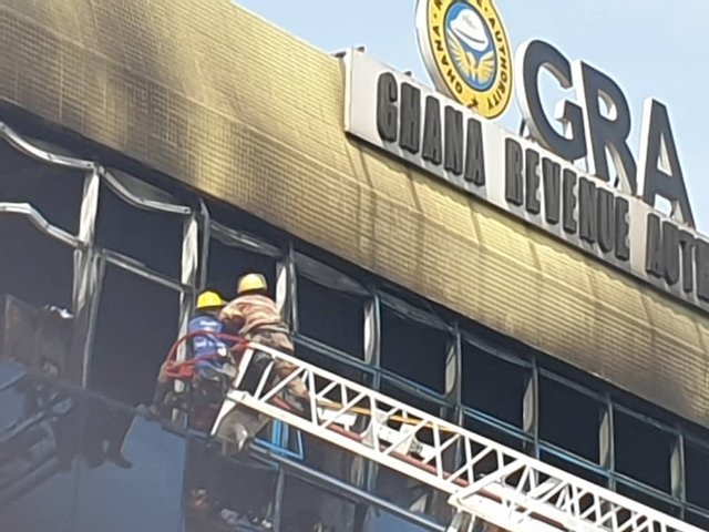 4 injured as raging fire wreaks havoc at GRA head office at Nkrumah Circle