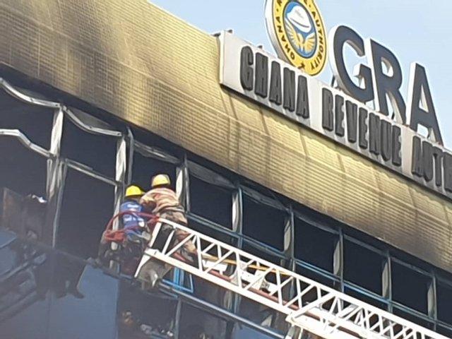 4 injured as raging fire wreaks havoc at GRA head office at Nkrumah Circle