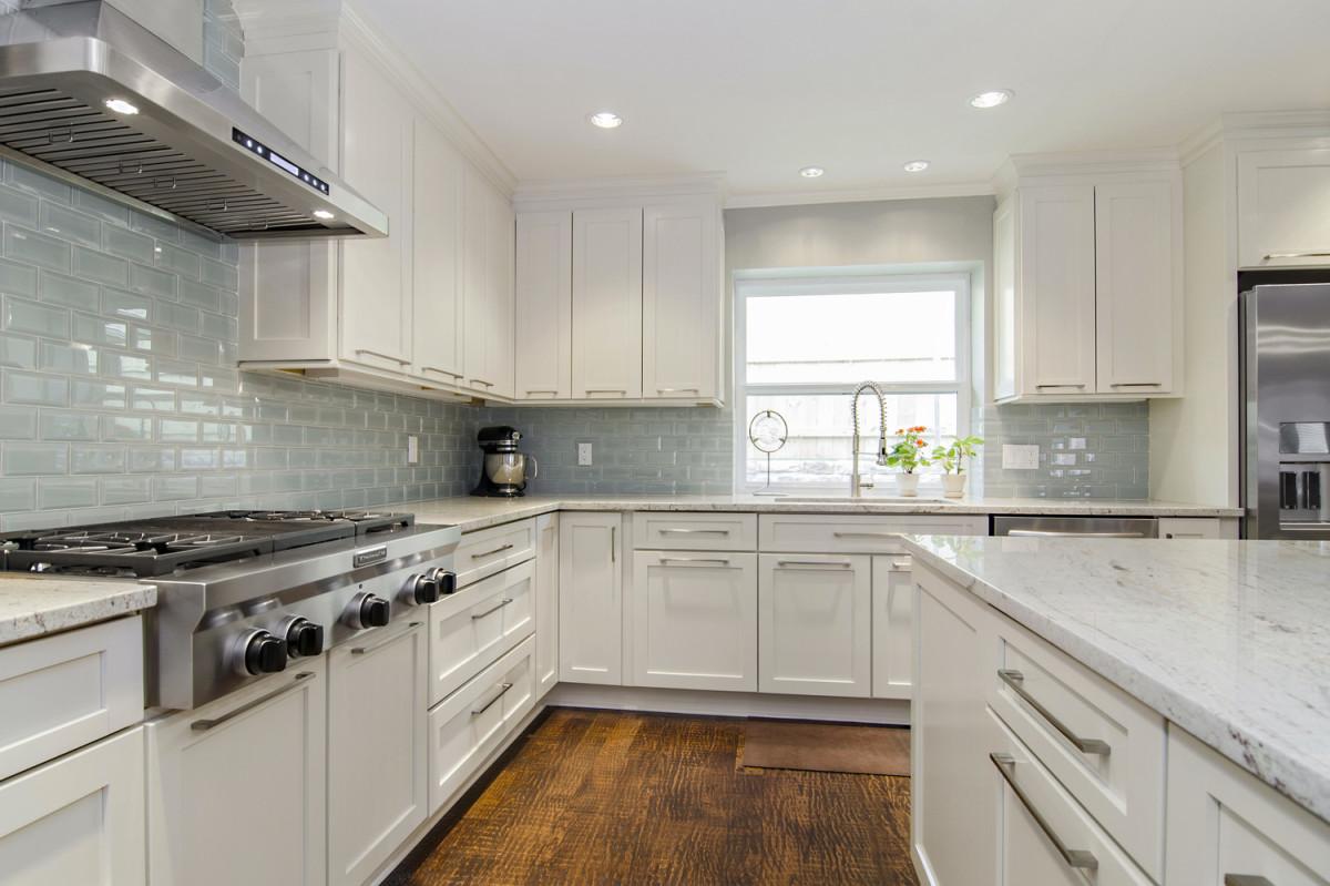 white kitchen cabinets and backsplash electric stove river granite ideas